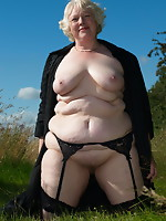 Non-professional old whore posing bare outside