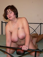 This bulky mature whore really get's down to it