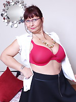 Breasty British mature bitch getting wicked
