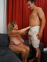 Plump mature woman fooling around with her way younger lover