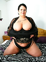 Big mamma with huge tits masturbating